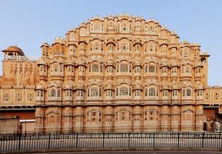 Полюбуйся на один из самых живописных гаремов Индии — Хава-Махал