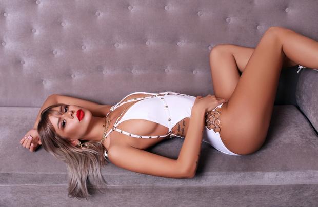 Фото №6 - Красотки Jimmy Poy: самые сексуальные работницы индустрии караоке