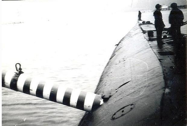 Фото №2 - История одной фотографии: торпеда торчит в борту советской подлодки в 1989 году