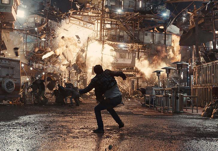 Фото №1 - Кинг-Конг и Бэтмен! Крышесносный финальный трейлер фильма «Первому игроку приготовиться»