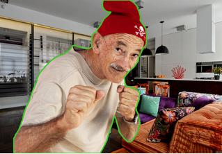 Грабитель хотел обворовать дедулю, но нарвался на бойца ММА. Незадачливое ВИДЕО