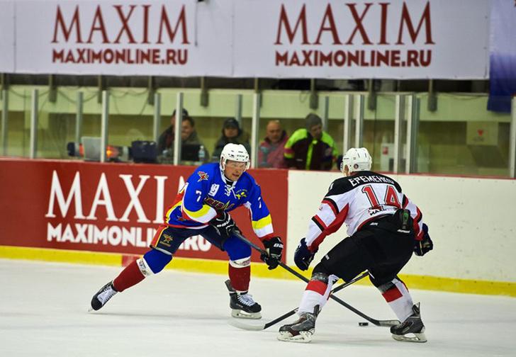 Фото №1 - Шестому хоккейному турниру на Кубок MAXIM тире быть!