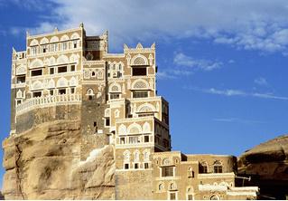 Идея для отпуска: наскальный замок Дар-аль-Хаджар