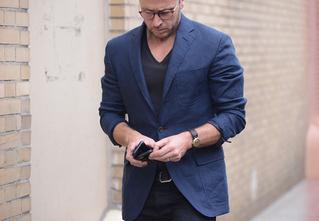 «Бог — в деталях»: неочевидные мелочи, на которые стоит обратить внимание при выборе пиджака и рубашки