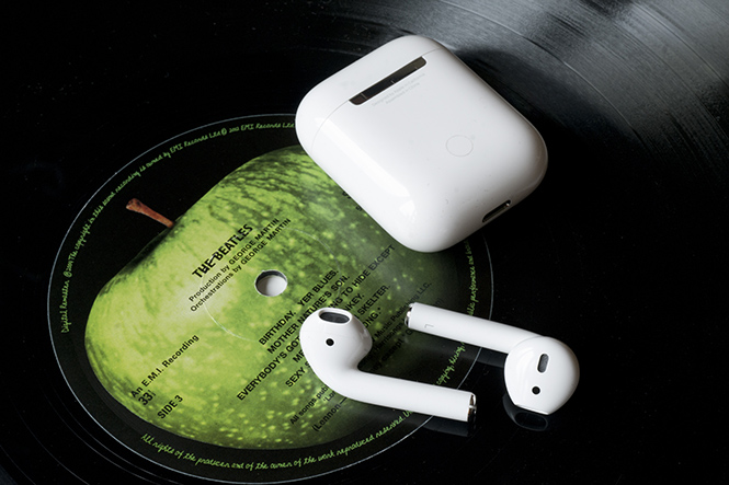Фото №3 - Всё о самом модном гаджете сезона: беспроводных наушниках Apple