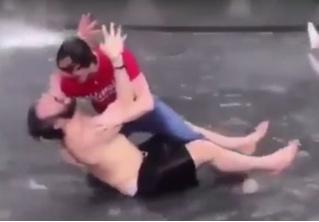 Видео дня: Александр Овечкин купается в фонтане