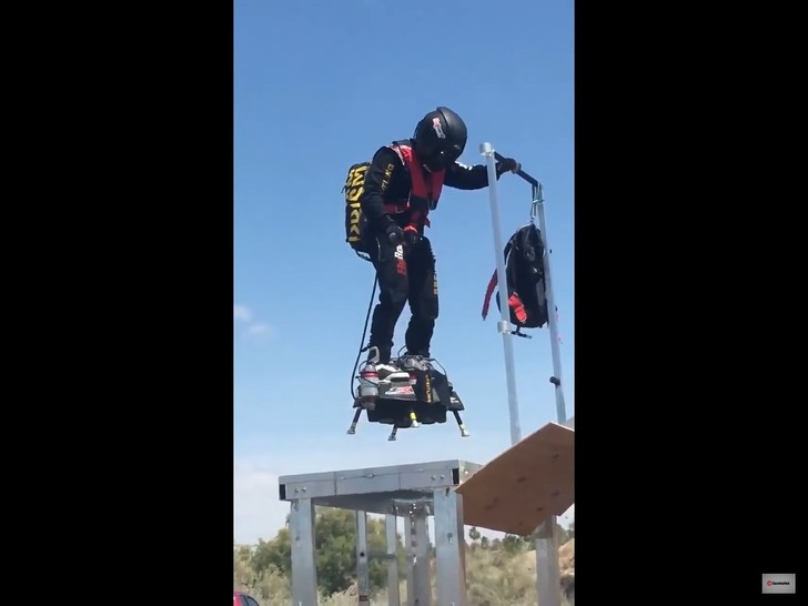 Фото №1 - Как проходят испытания летающего скейта (ВИДЕО)