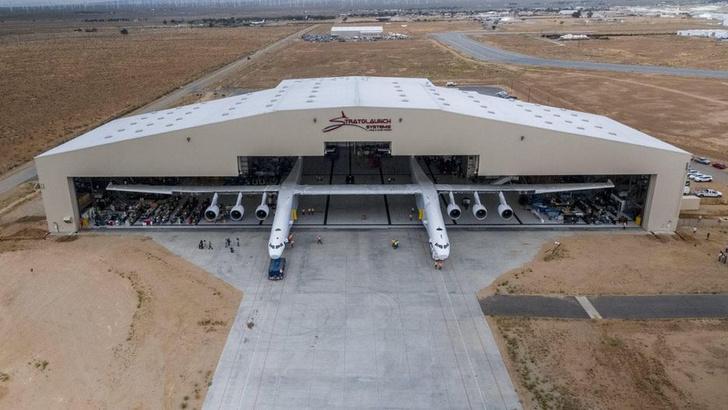 Фото №1 - Самый большой самолёт в мире готовится к взлёту (ВИДЕО)