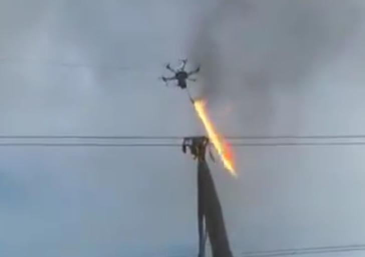 Фото №1 - Симбиоз лучших технологий: дрон с огнеметом (ВИДЕО)