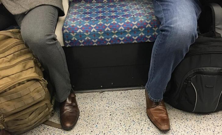 Фото №1 - Две девушки завели «Инстаграм» про остроносые мужские ботинки, чтобы сделать мир лучше, чище, красивей!
