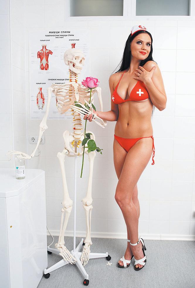 Медсестра! Нам нужна медсестра!
