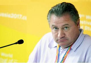 «Пустая голова на быстрых ногах». Как из-за сборной России поругались два тренера