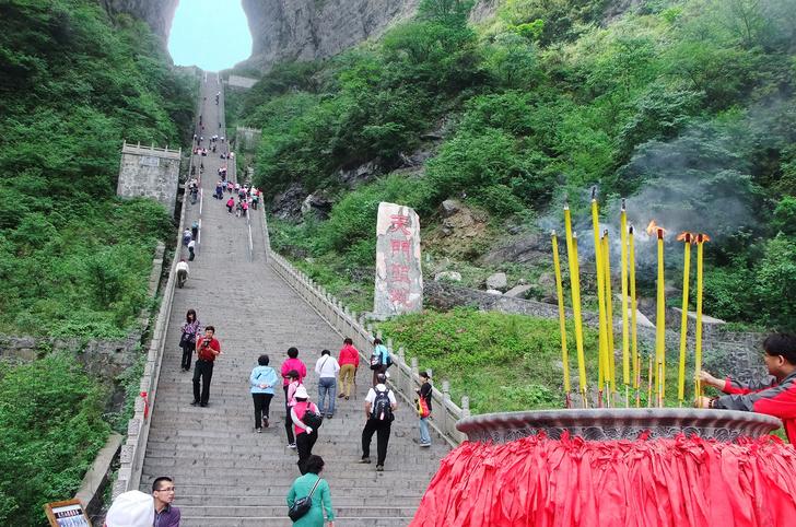 Фото №2 - Осмотр на месте: дырявая гора Тяньмэнь, Китай