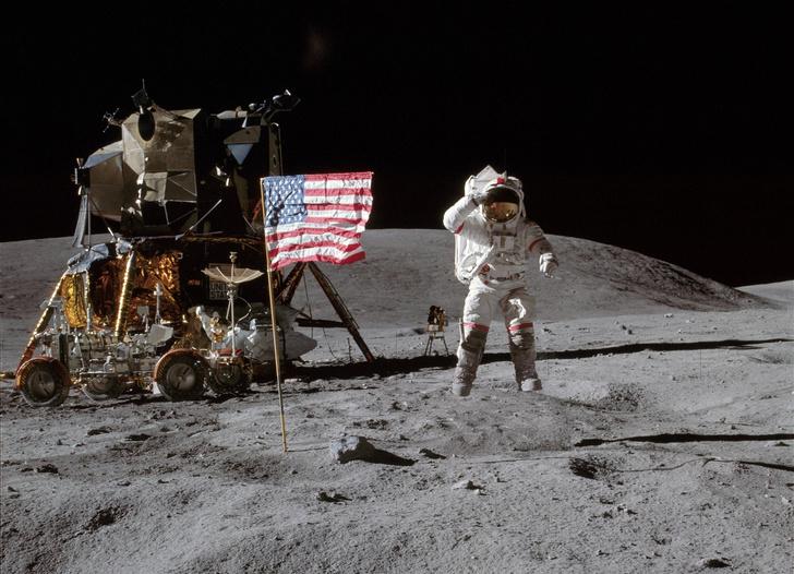 Фото №1 - Дональд Трамп снова посылает астронавтов на Луну
