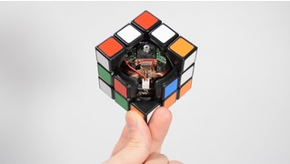 Создан кубик Рубика, который собирается сам (видео)