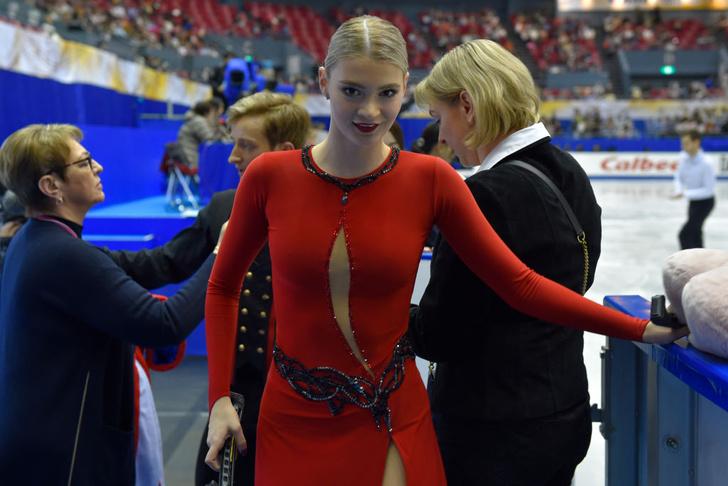 Фото №1 - Упс дня: российская фигуристка перепутала ступени пьедестала (видео)