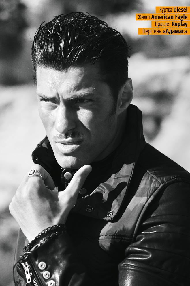 Куртка Diesel, жилет American Eagle, браслет Replay, перстень «Адамас»