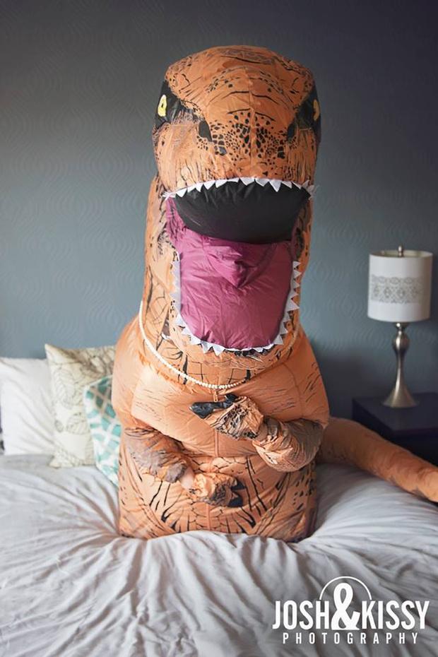 Фото №5 - Эротическая фотосессия в костюме динозавра!