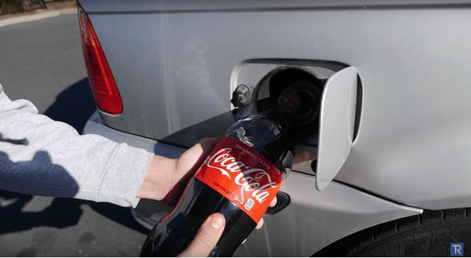 Что будет, если заправить BMW кока-колой (ВИДЕО)