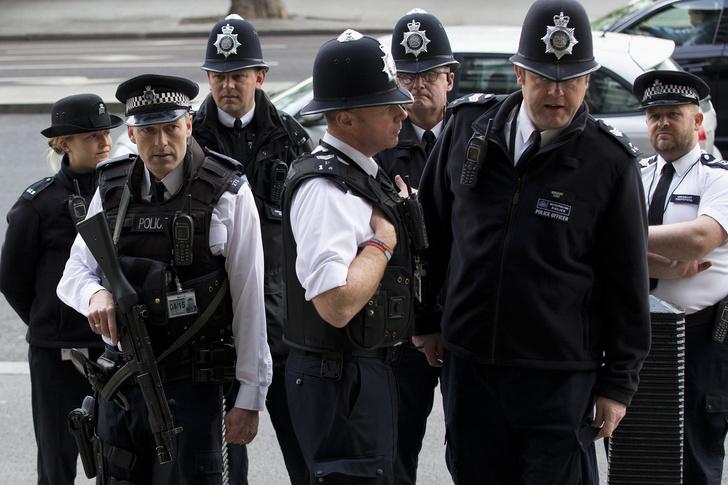 Фото №1 - Британский суд обязал мужчину предупреждать полицию о том, что он собрался заняться сексом