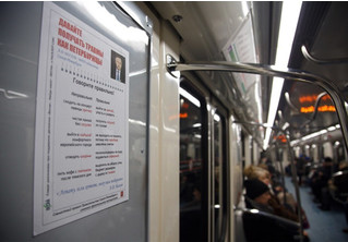 «Давайте получать травмы как петербуржцы!» В Питере появились плакаты, высмеивающие уборку улиц