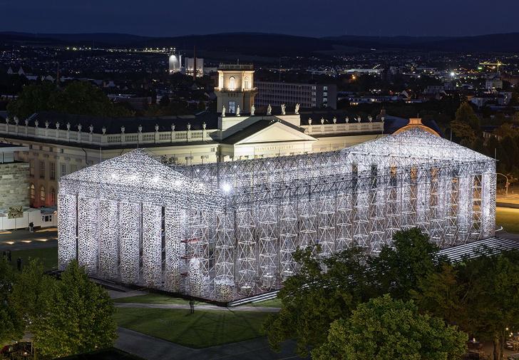 Фото №1 - В Германии построили копию афинского Парфенона из… ни за что не угадаешь, из чего