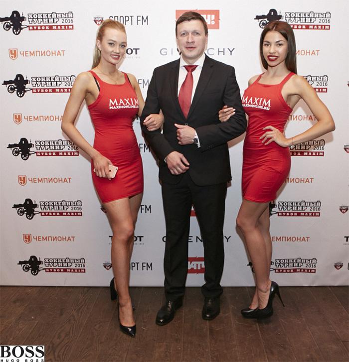 Директор турнира Денис Коробков (в костюме BOSS)