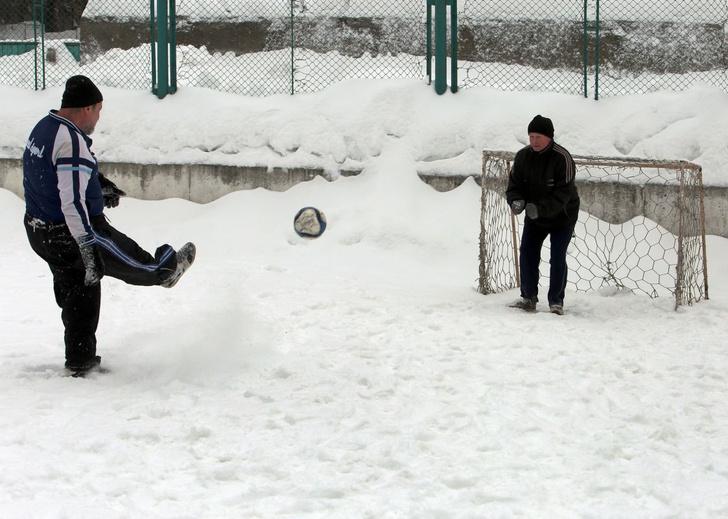 Фото №1 - Россиянин запатентовал футбол, в который можно играть вдвоем (фото и правила прилагаем)