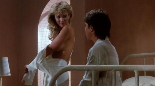 Фото №1 - Топ-9 самых эротичных сцен в фильмах ужасов и триллерах