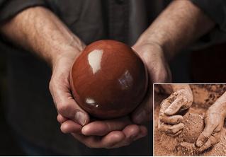 Японцы лепят шары из грязи и полируют их до блеска! Обидно, почему не мы?