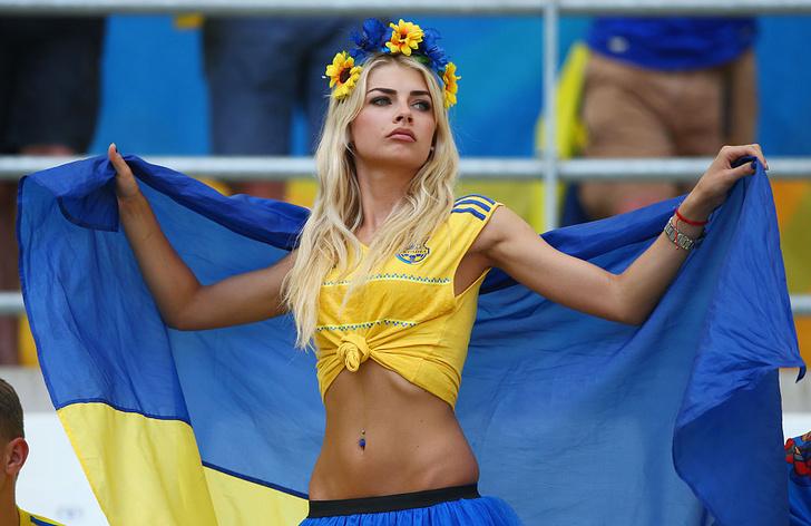 Фото №8 - Сексуальные фанатки Евро-2016 — единственный повод отвести взгляд с поля