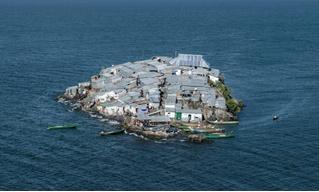 Жизнь на самом густонаселенном острове в мире (галерея)