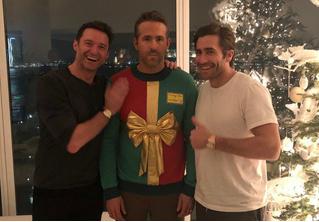 Хью Джекман нарядил Райана Рейнолдса в дурацкий свитер