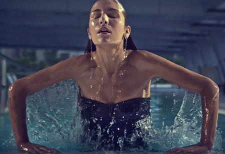 Как очень быстро и красиво вылезти из бассейна (эффектный видеолайфхак)