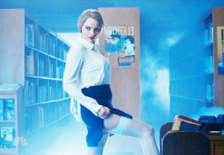 Марго Робби сыграла сексуальную библиотекаршу. И это зрелище не для слабонервных!