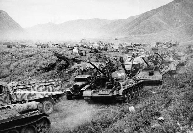 Советские танки в Манчьжурии, 1945 год