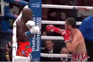 Этот боксер так виртуозно уходит от ударов! (Видео.) Но зрители почему-то недовольны