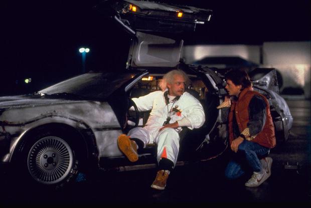 Фото №1 - Прокатись на машине времени из «Назад в будущее»!