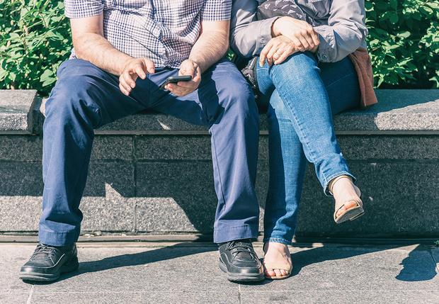 Фото №1 - На Reddit попробовали научно доказать право мужчин сидеть с расставленными ногами