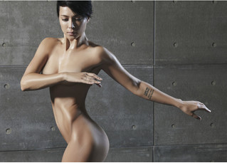 Ликуй! Актриса и певица Настасья Самбурская снялась в рекламе полностью обнаженной!