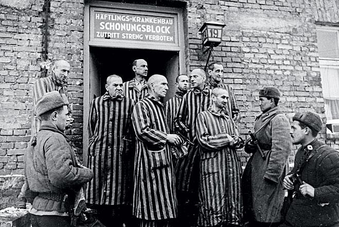 Красная армия освобождает Освенцим. 1945 год