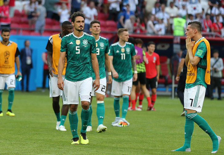 Фото №1 - Сон в жуткую ночь. Такого позора футбольная Германия не знала никогда!