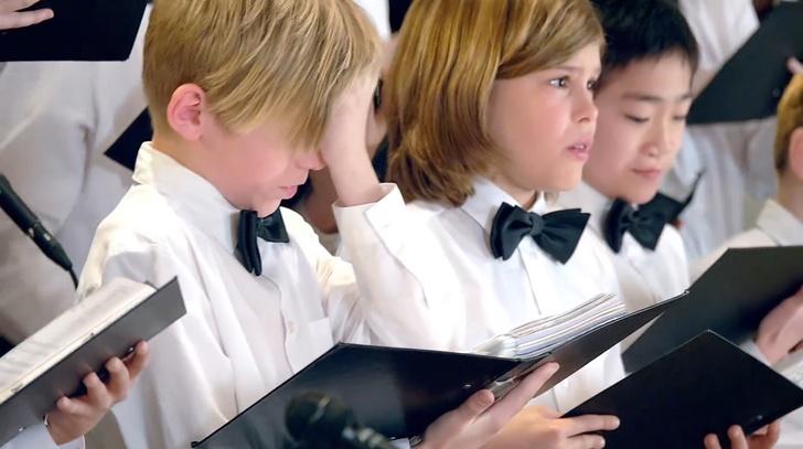 Фото №1 - Детский хор накормили острым перцем (ВИДЕО)