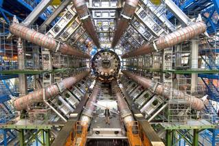 Большому адронному коллайдеру 10 лет