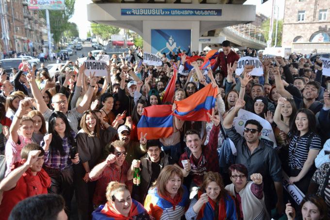 Фото №1 - Лучшие шутки о массовых акциях против Сержа Саргсяна в Ереване