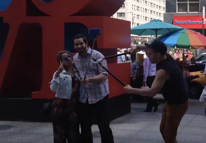 восстание ненавистников селфи-палок нью-йорке видео