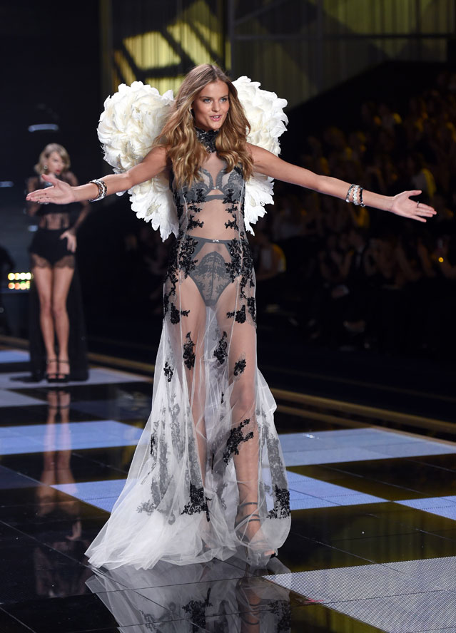 Фото №1 - Русские в раю. Топ-модель из Оленегорска стала «ангелом» Victoria's Secret
