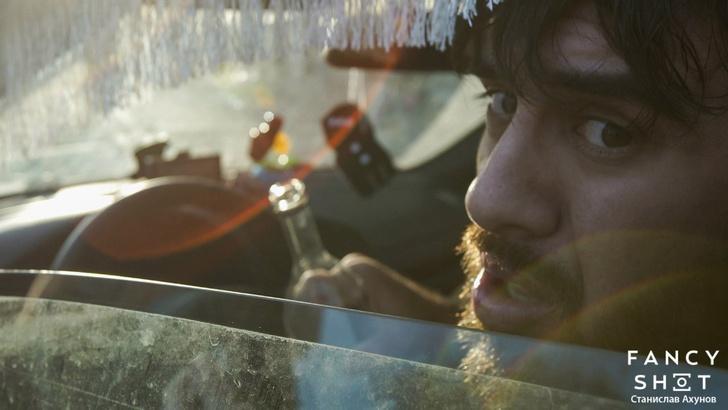 Фото №5 - Гаишник — клоун, таксист — кавээнщик. Кто и как создавал главный клип весны «В Питере — пить!»