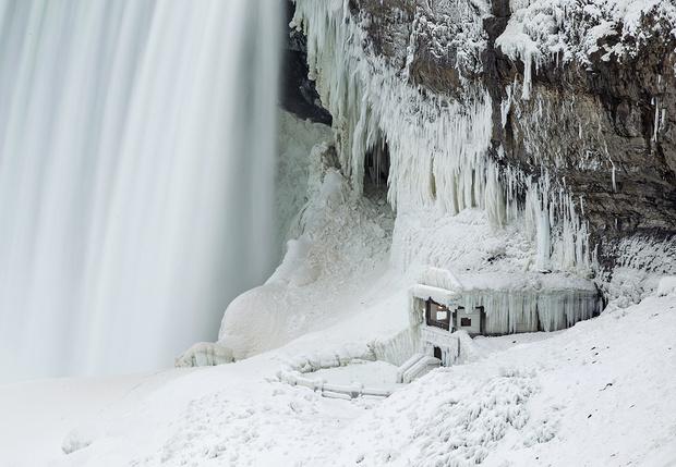 Фото №1 - Полюбуйся, как выглядит замерзший Ниагарский водопад