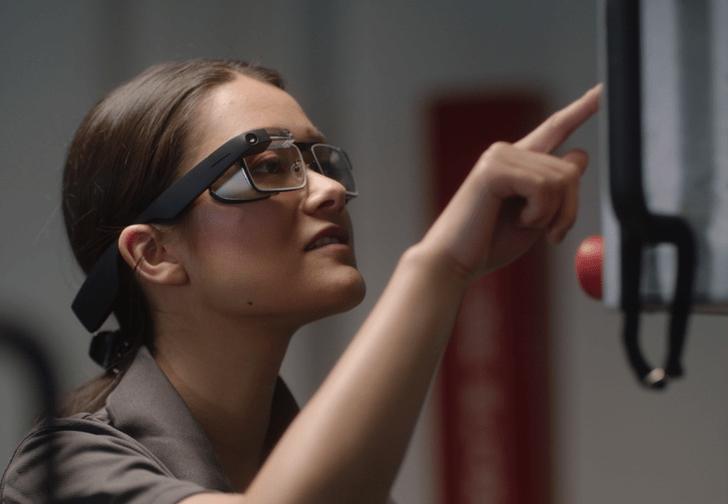 Фото №1 - Google представила новые умные очки, теперь для бизнеса (фото и видео)